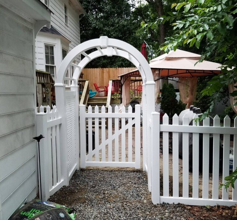 Vinyl Pointed Picket with Arbor