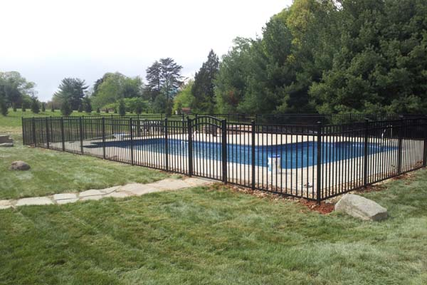 ascot 3-channel aluminum pool fence