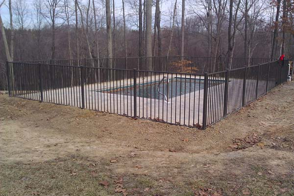 ascot 2-channel flush bottom aluminum fence