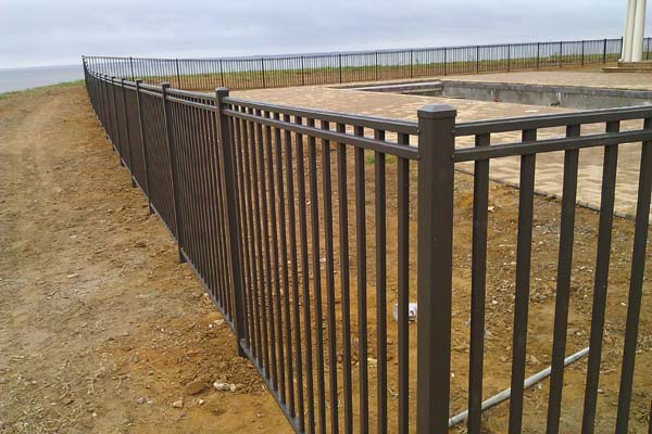 3-channel flush bottom aluminum fence